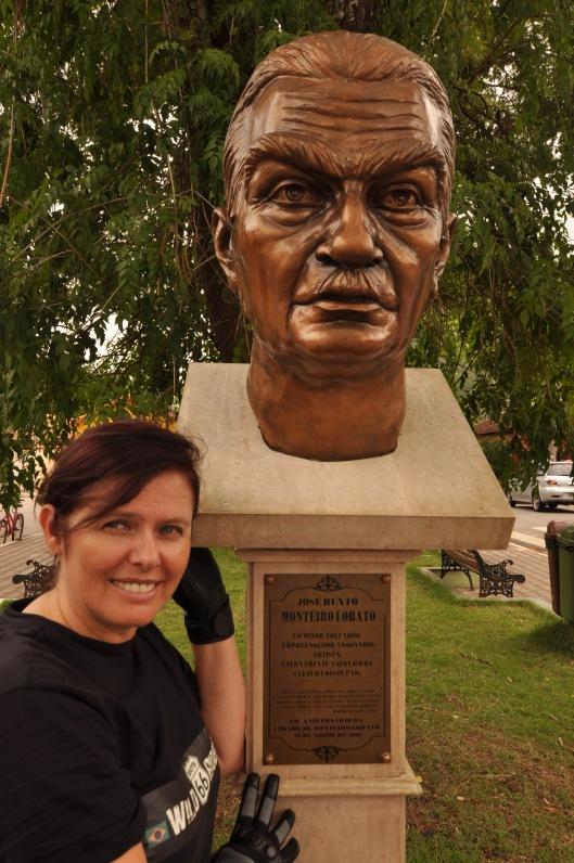 Monteiro Lobato busto