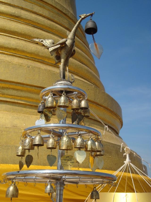 Meu sino de preces para 2013 está balançando na Golden Montain, ao som dos sinos, cheiro de incensos e o olhar atento de Buda.