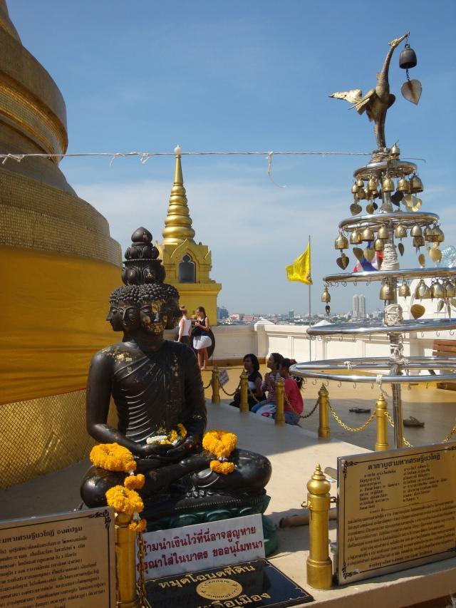 O Buda atento.
