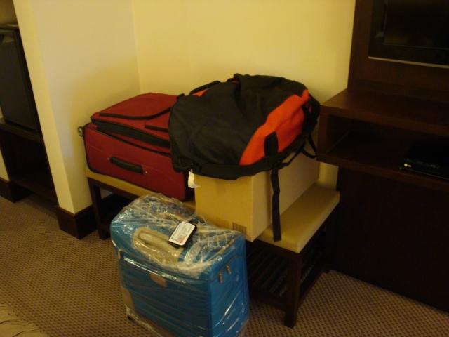 4 volumes pra ser despachados. Quem volta de avião sofre com o peso extra e excesso de bagagem.