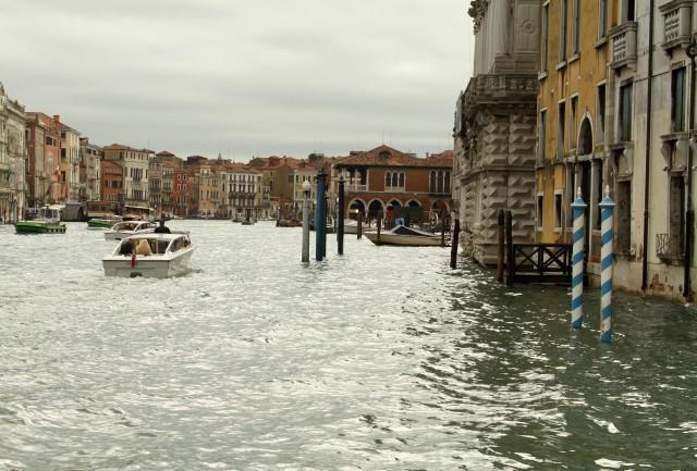 De Vaporetto pelo Gran Canal.