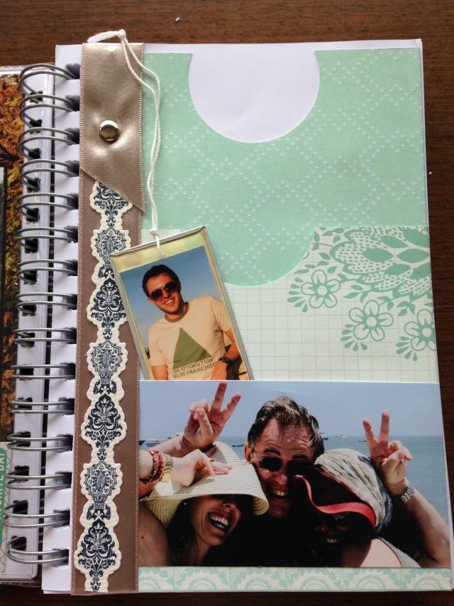 Envelope interno, pra guardar papeizinhos, folders, fotos, receitas, etcetcetc.
